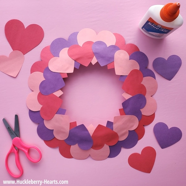 A fun and easy paper plate Valentine craft for the kids. Great for the classroom, craft activities for parties, or for your little ones at home.